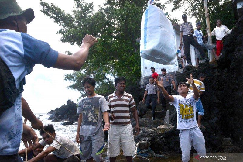 Bantuan untuk pengungsi erupsi Gunung Karangetang