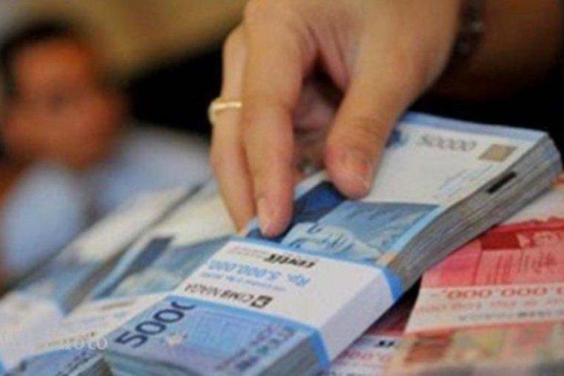 PLN tegaskan tak ada pemotongan gaji karyawan