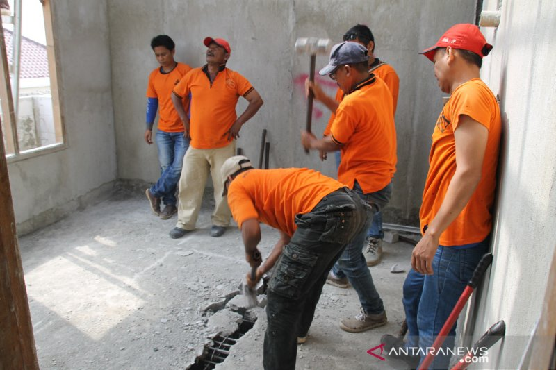 Pemkot Jakarta Selatan tertibkan bangunan salahi IMB di Pondok Labu