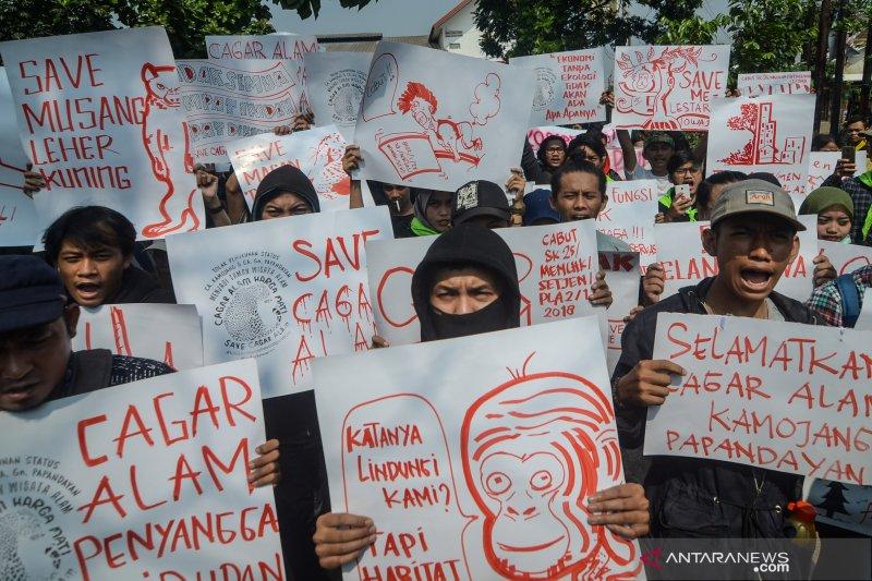 Demonstran tuntut pembatalan perubahan status cagar alam Kamojang-Papandayan