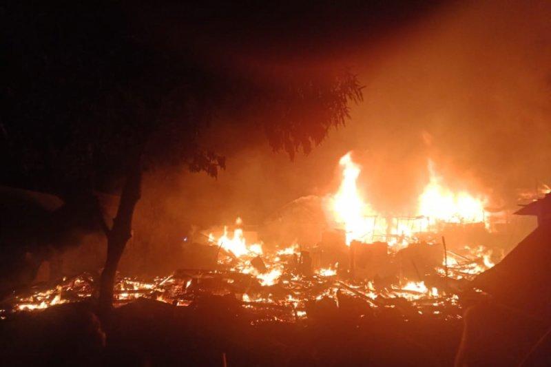 Puluhan rumah panggung terbakar di Kabupaten Bima