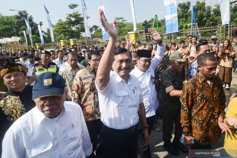Penusukan Wiranto tak buat Luhut takut temui masyarakat