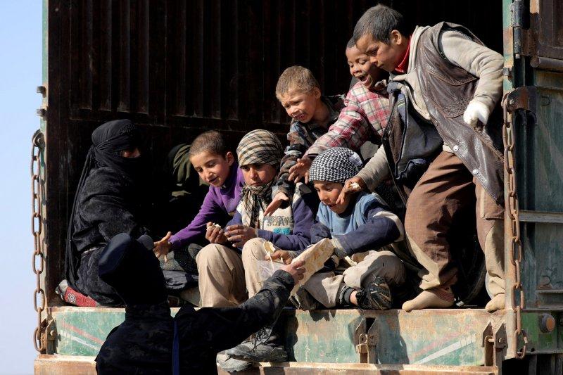 Pasukan Suriah dukungan AS serahkan ratusan anggota ISIS kepada Irak