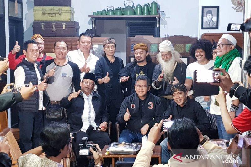 Sekjen PDI Perjuangan bersilaturahmi dengan budayawan Jawa Barat