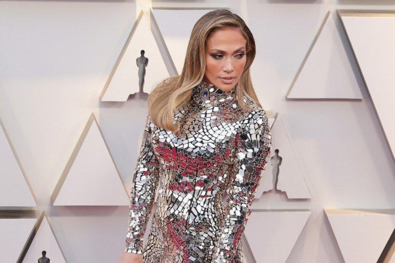 """Jennifer Lopez digugat Rp555 miliar oleh penari telanjang karena film """"Hustlers"""""""