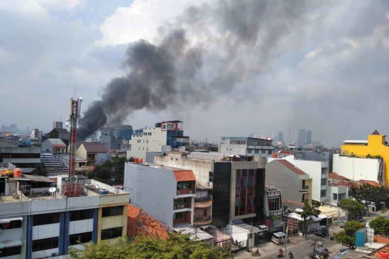 Pemukiman terbakar di Krukut Jakarta Barat