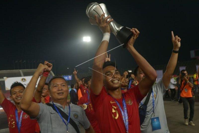 Keberhasilan Timnas U-22 bak embun di tengah dahaga sepak bola Indonesia