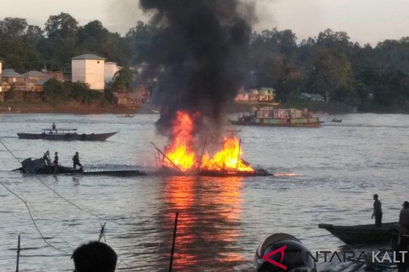 Lanting BBM di Muara Teweh habis terbakar [VIDEO]