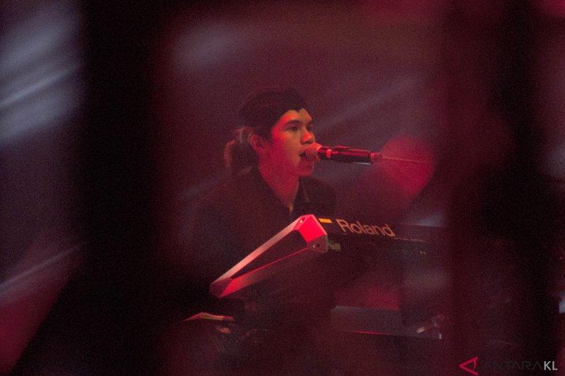 Dul menangis pada konser Dewa 19 di Malaysia