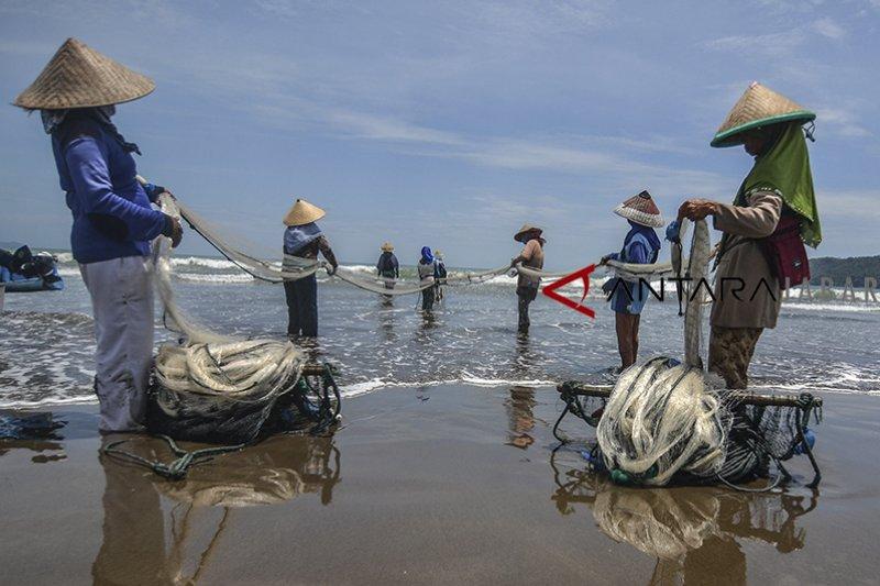 Pengamat soroti ketiadaan bantuan dan keringanan kredit nelayan kecil