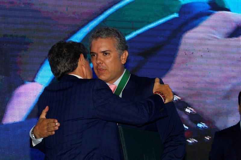 Buktikan aman, Presiden Kolombia tawarkan diri divaksin AstraZeneca