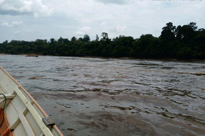 Kapal penarik tongkang terbalik di Sungai Barito, 1 ABK hilang