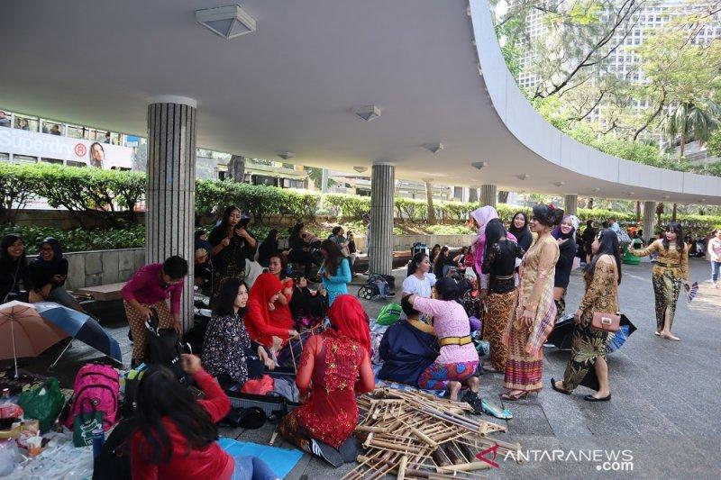 TKI pentaskan angklung di tengah komunitas pekerja Filipina