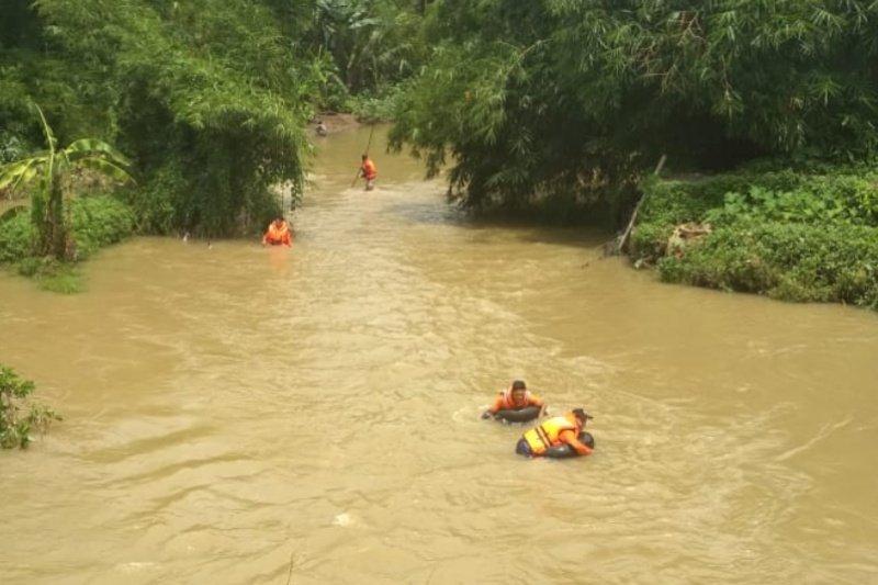 Tim SAR cari korban hilang di Sungai Bener Banyumas
