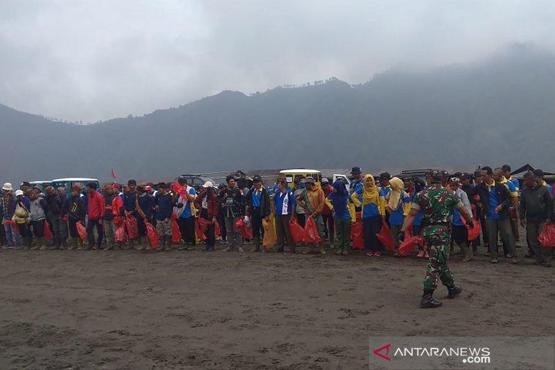 Balai Besar TNBTS gelar gerakan bersih sampah di Gunung Bromo
