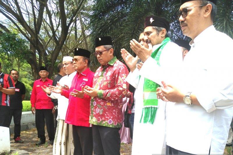 Tiba di Aceh Hasto Kristiyanto ziarah ke kuburan massal korban tsunami