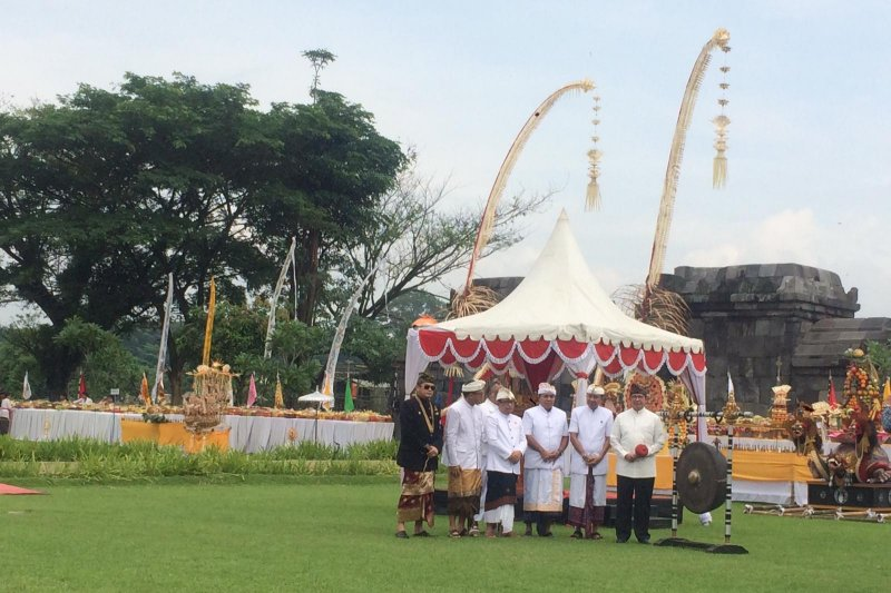 Ribuan umat Hindu ikuti Tawur Agung di Candi Prambanan