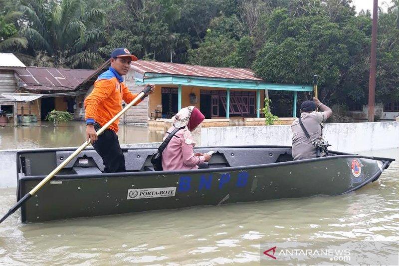 Puluhan kepala keluarga terancam diungsikan akibat banjir di Pangkalan Banteng
