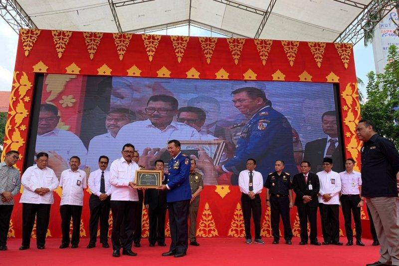 Menpan RB saksikan BPJS TK beri penghargaan ke Walikota Pekanbaru