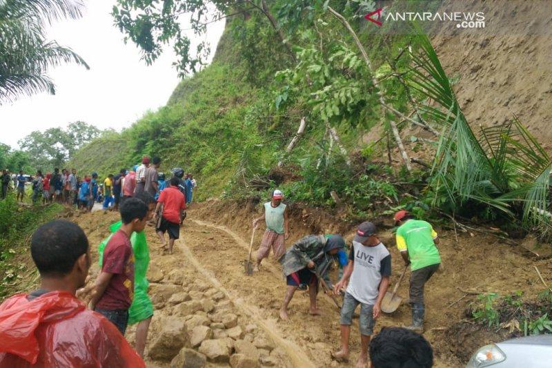 Tanah Longsor Timbun Delapan Orang Di Manggarai Barat Ntt Antara News Papua