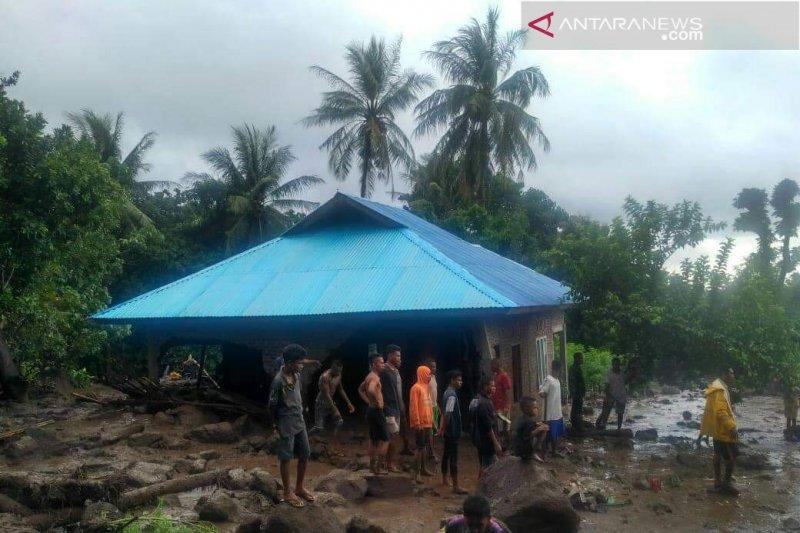 Pemukiman warga Sinar Hading di Flores Timur digenangi banjir