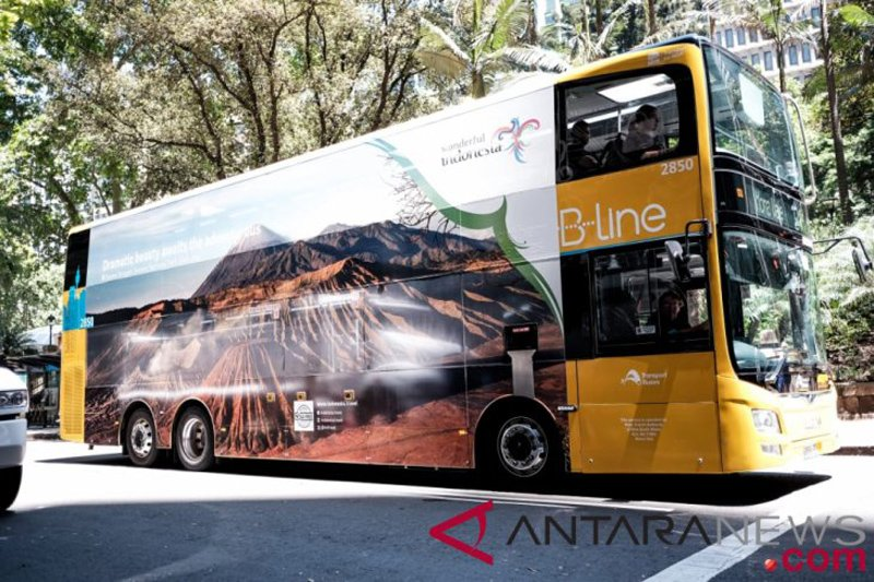 Bus wonderful Indonesia berkeliling di jalan utama Berlin promosi pariwisata