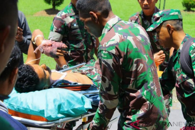 Dua anggota TNI tertembak saat kirim logistik ke Distrik Nirkuri