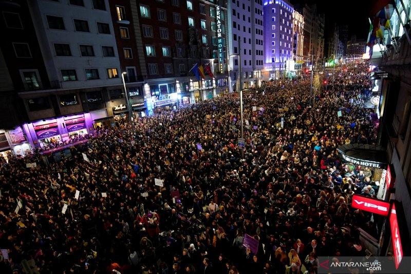 Ribuan orang di Kota Madrid protes kekerasan terhadap perempuan