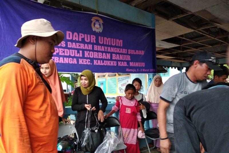 Pengungsi korban banjir Mamuju kekurangan air bersih