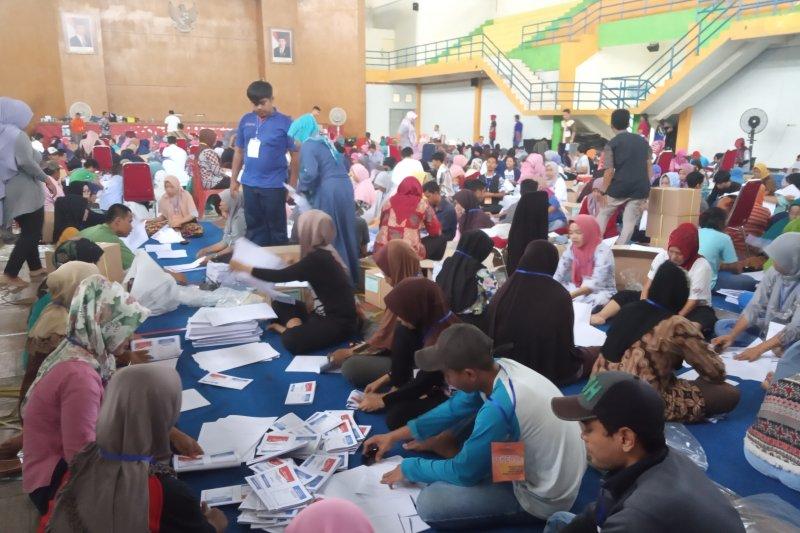 KPU Agam tambah petugas pelipatan surat suara jadi 350 orang