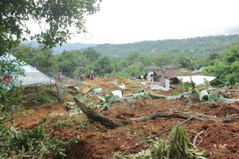 Pemerintah bersihkan belasan titik longsor Trans Flores
