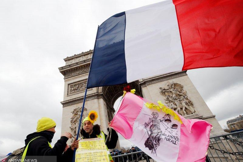 Bentrokan antara polisi dan rompi kuning kembali terjadi di Prancis