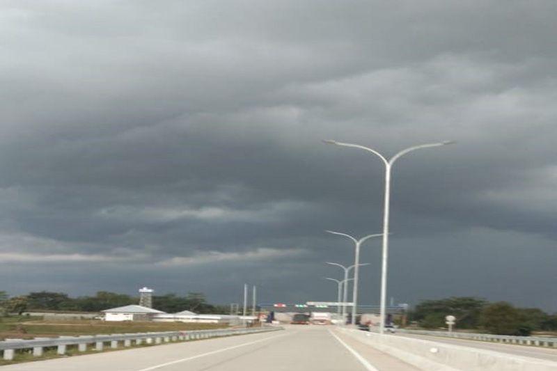 BMKG: Waspadai hujan dan angin kencang mulai Minggu hingga Senin