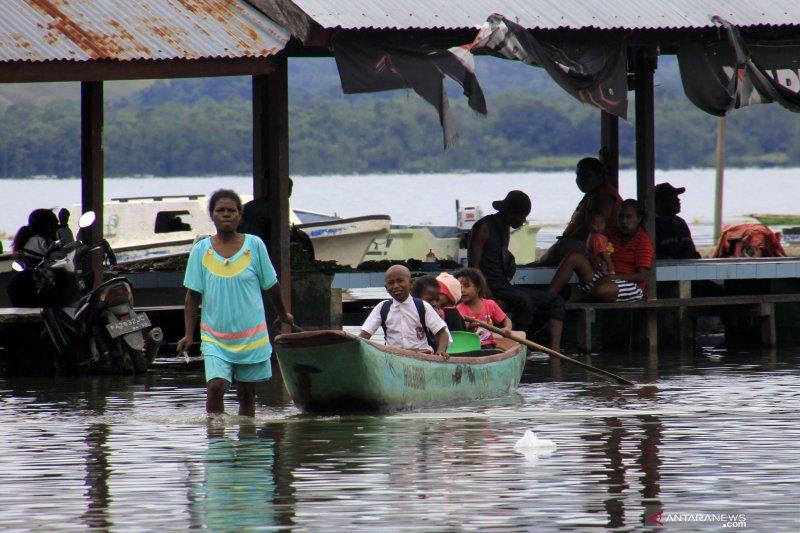 Ribuan Orang Mengungsi Akibat Air Danau Sentani Meluap
