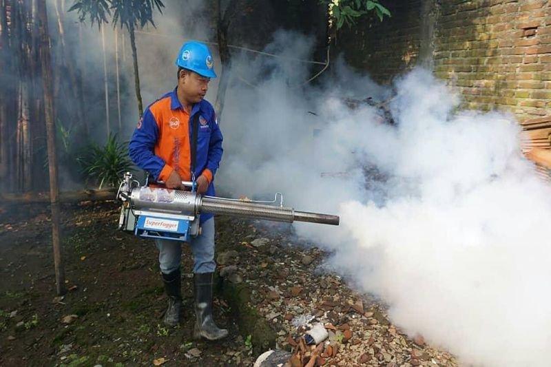 Cegah DBD, Desa Rahtawu lakukan PSN dengan pengasapan
