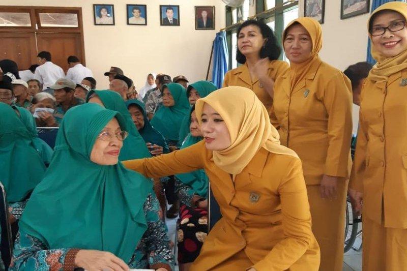 BKOW Jateng beri perhatian kepada para lansia