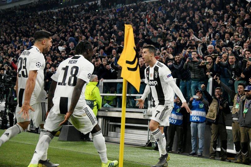 "Rio Ferdinand sebut Ronaldo ""dewa sepak bola hidup"""
