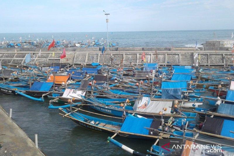 Hujan badai sebabkan hasil tangkapan nelayan Pantai Selatan Cianjur menurun tajam