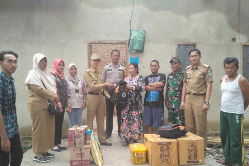 Pemkab Lampung Timur Bantu Sabar Rumahnya Tertimpa Pohon Sengon
