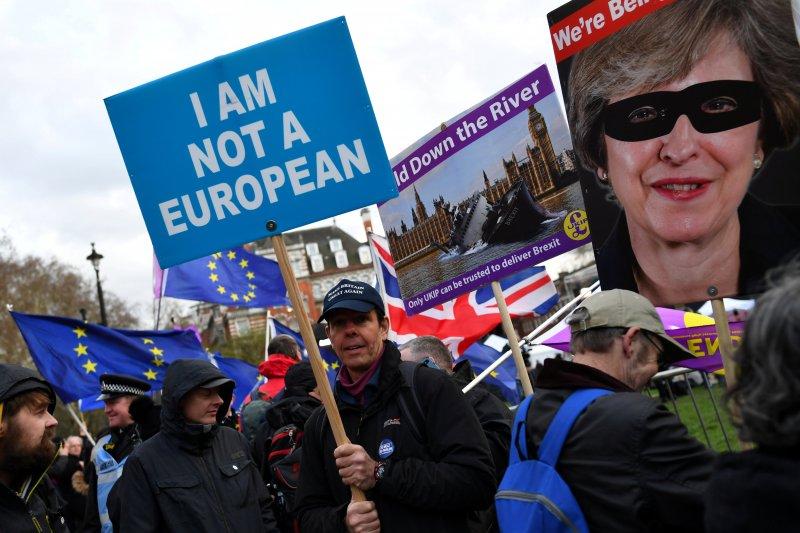 PM Inggris di bawah tekanan untuk golkan Brexit