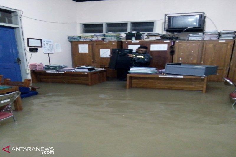 Delapan kecamatan di Gunung Kidul-Yogyakarta dilanda banjir-longsor