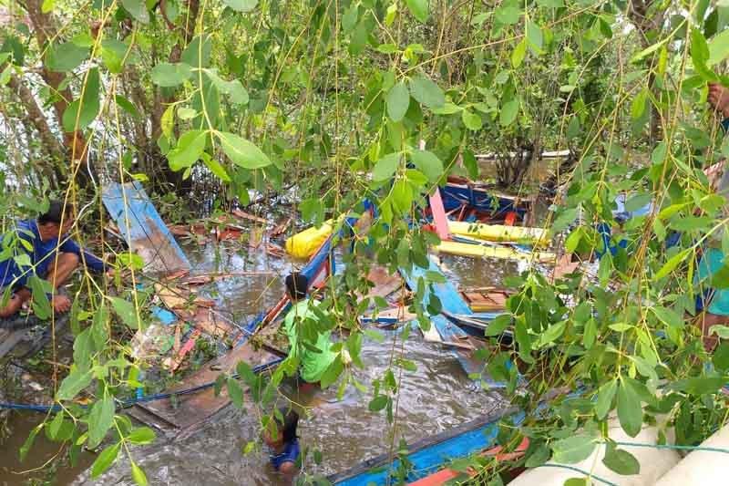 Satu orang belum ditemukan dalam kecelakaan speedboat Pemkab Kapuas Hulu