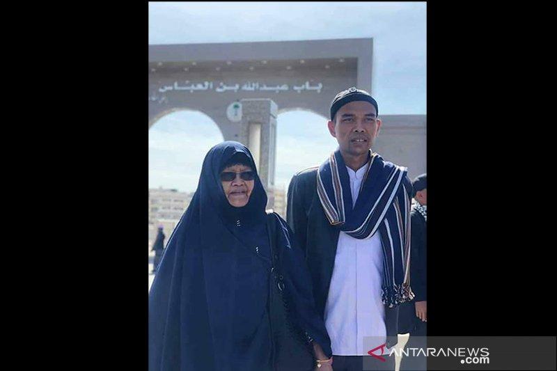 Ibunda Ustaz Abdul Somad meninggal di Pekanbaru, diberangkatkan ke Sumut lewat jalan darat