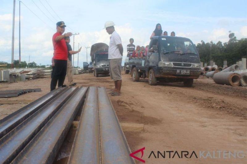 Tiang pancang jalan Pangkalan Bun-Kolam ditargetkan selesai Agustus