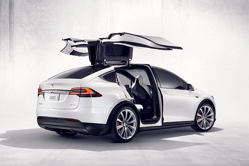 Elon Musk pastikan harga mobil Tesla naik 3 persen
