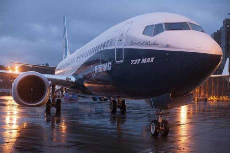 Saham Boeing jatuh lagi seiring pertanyaan sertifikasi Jet 737 Max