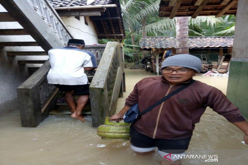 DPRD menilai pelaksana normalisasi Sungai Serang tidak cermat