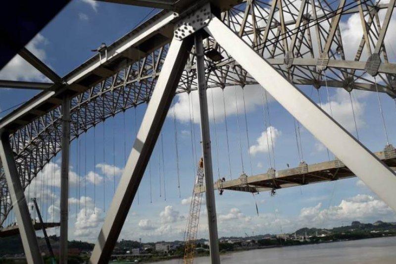 Jembatan Sampir Taliwang disulap jadi warna warni