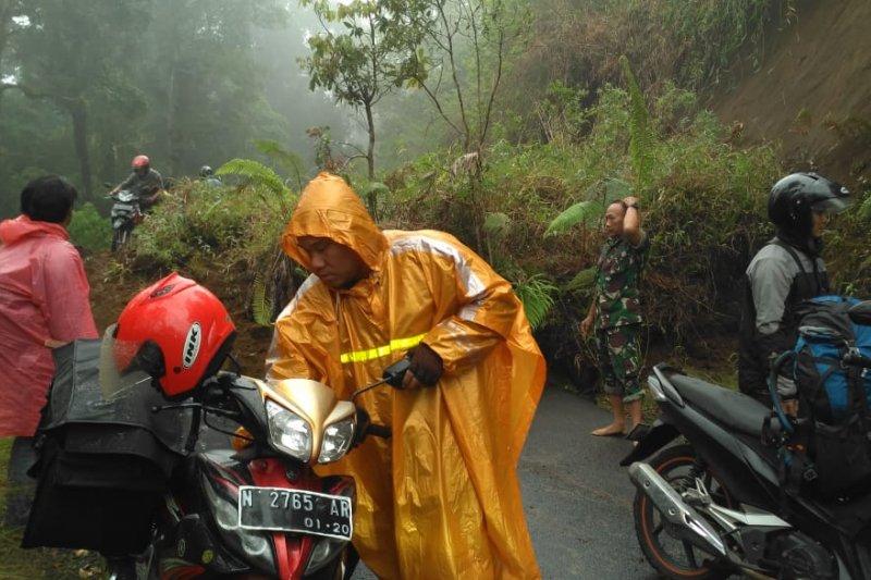 Akses Lumajang Malang Via Ranupani Tertimbun Longsor Antara News