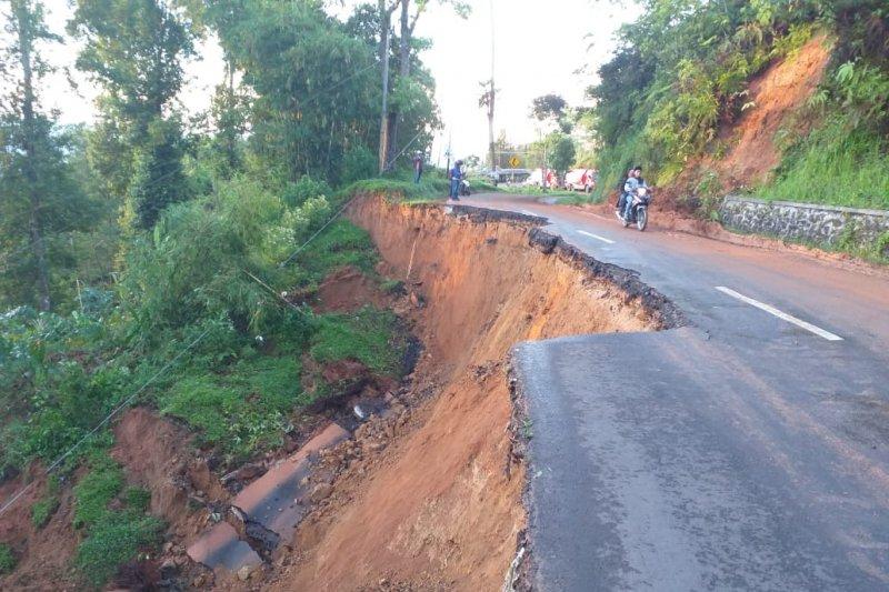 Lima desa di Sukanagara Cianjur dilanda banjir dan longsor